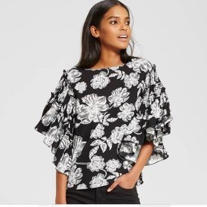 Who What Wear black & white floral ruffle top XL